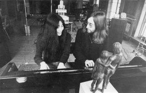 Yoko Ono en John Lennon in Tittenhurst, 1969 (Foto © John de Rooij)